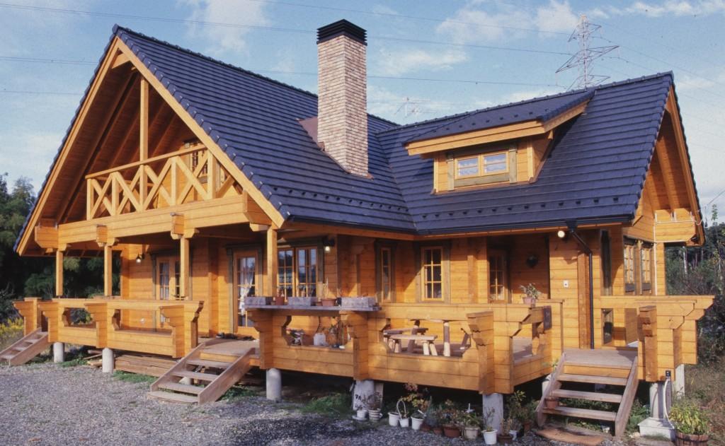 ログハウスJPT140モデルで総床面積190m2(57.5坪)L型屋根の人気モデルです。